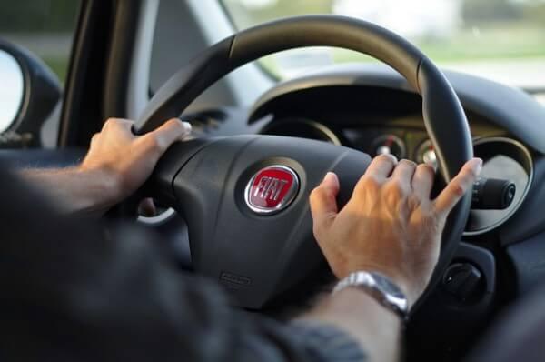 自動車免許ローン審査:運転免許ローンの審査基準は厳しい?