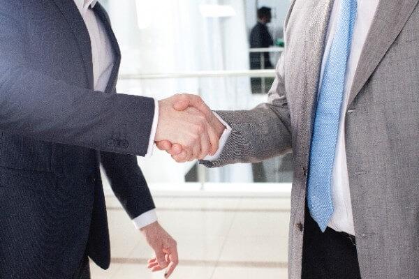 緊急出費なら、会社は前借りに応じる義務がある