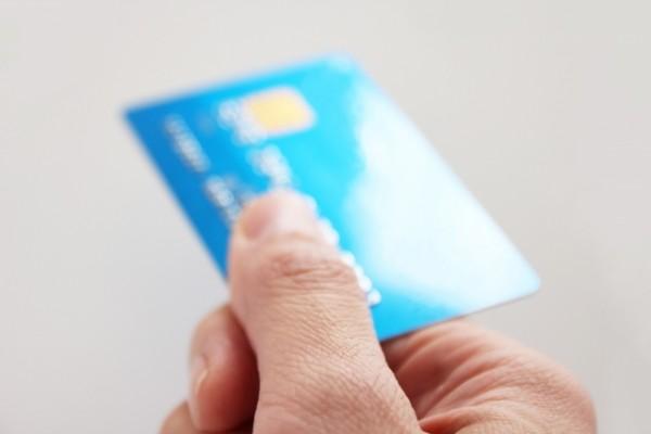 デビットカードの利用方法