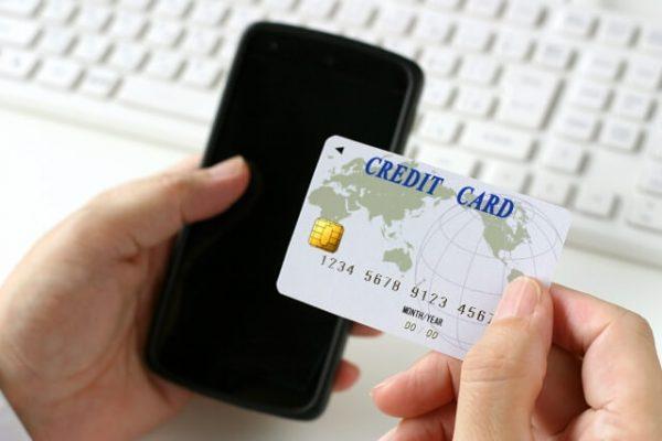 クレジットカードでの分割払いは、金利と限度額に注意
