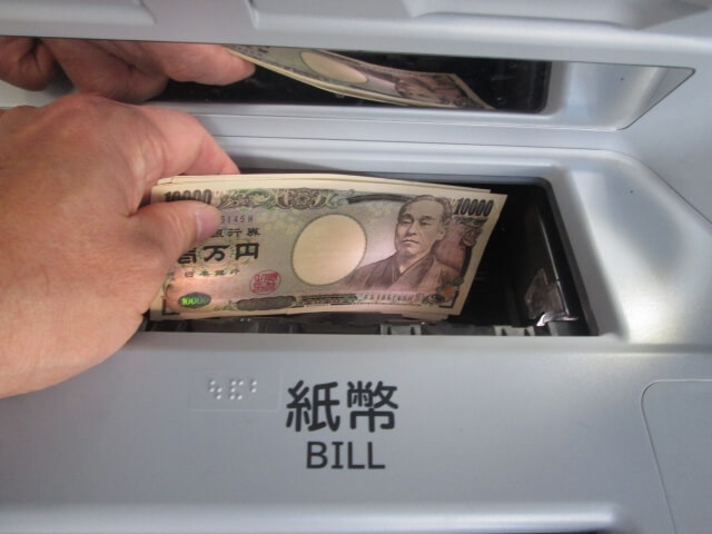 コンビニでの銀行振込は提携キャッシュカード必須!その一覧と現金振込方法