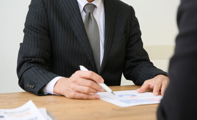 闇金とのかかわりを断つためには、弁護士などへの相談が有効